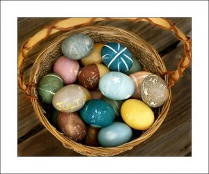 Dye Easter Eggs Naturally – A DIY Tutorial