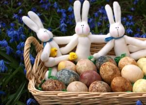 Recipe: Naturally-Dyed Easter Eggs