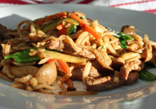 Beef Lo Mein Recipe anyone can make -- better than take out! Gluten-free options