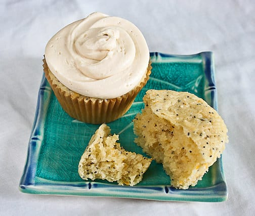 Poppyseed Lemon Cupcakes With Vanilla Cream Cheese ...